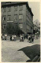 00357_Pause_Handelschule_1938.jpg