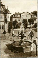 00832_Ilmenau_Marktplatz_Hennebrunnen_1925.jpg