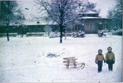 15417_Festhallenpark_Winter_2_Maedchen_1960.jpg