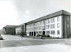 27819_Helmholtzbau_um_1970.jpg